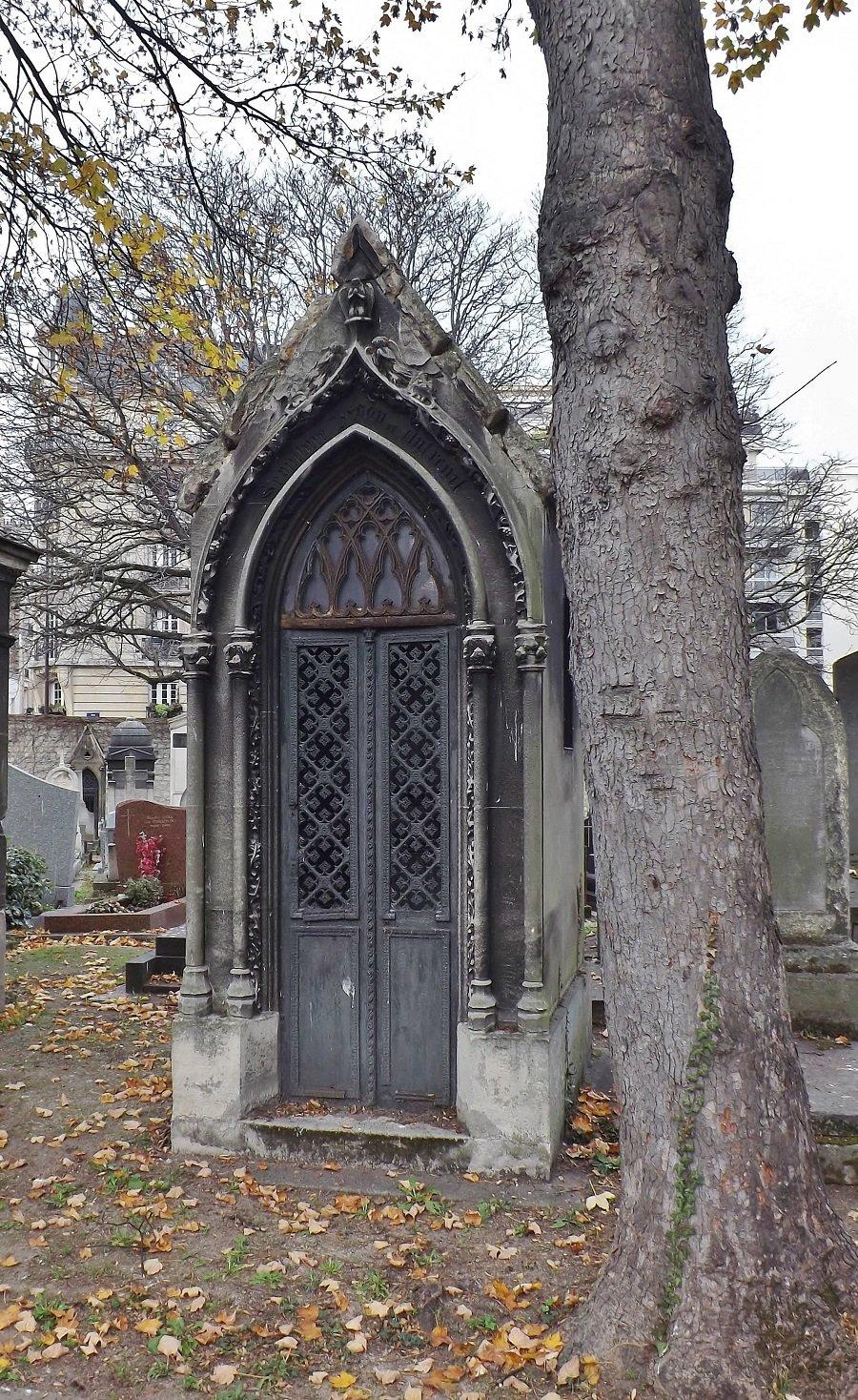 chapelle au vitrail de Saint-Louis